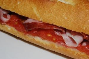 bocadillo-jamon-tomate